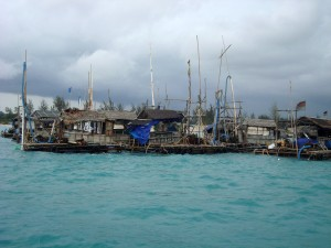 Ponton-ponton yang turut meramaikan tambang timah